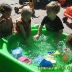 evrybody splashes